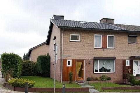 te koop Sneeuwberglaan 2  in Vaals - Deze half vrijstaande woning met garage is gelegen in een rustige woonwijk