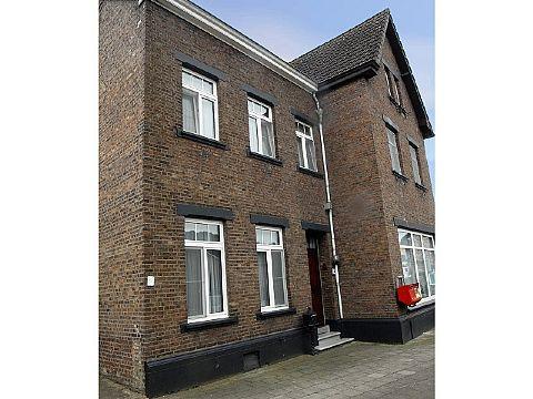Te koop Meester Dr. Froweinweg 22-24 - twee royale woningen met veel mogelijkheden!